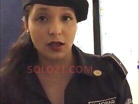 x POLICIA MEXICANA NIDIA GARCIA SE DESNUDA DESDE SU HOGAR CON UNIFORME POLICIAL