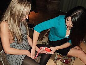 Amateur lesbians on a kitchen table